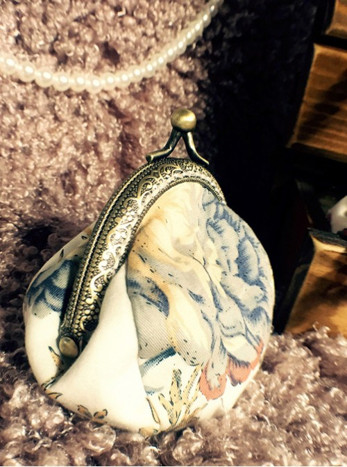 Garden Series Floral Printing Golden Clasp Elegant Classic Lolita Handbags