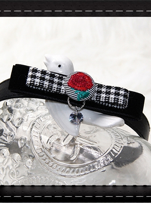 Gothic Retro Red Rose Embroidery Velvet PU Leather Necklace